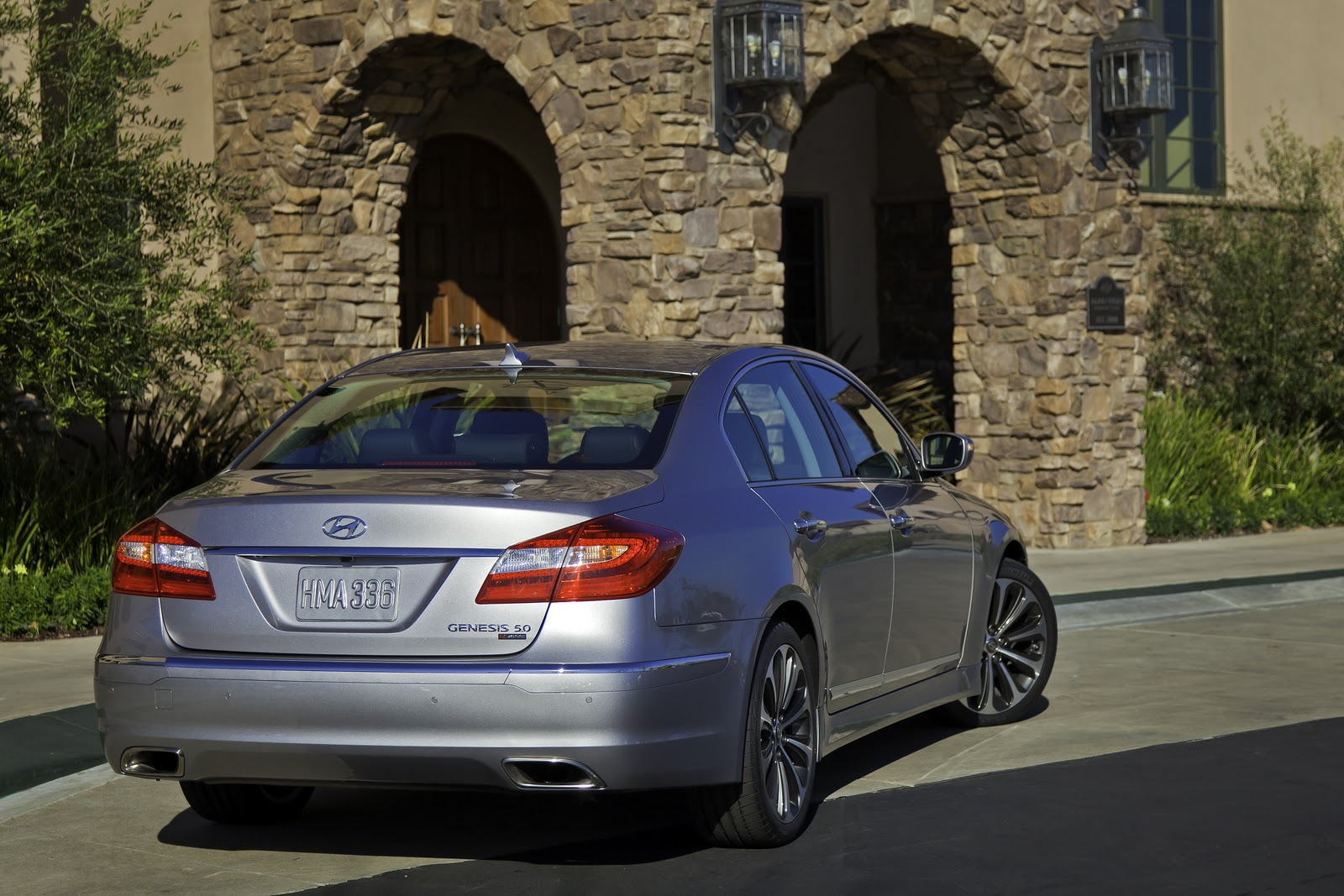 auto industry connection a supercharged 2012 hyundai genesis sedan. Black Bedroom Furniture Sets. Home Design Ideas