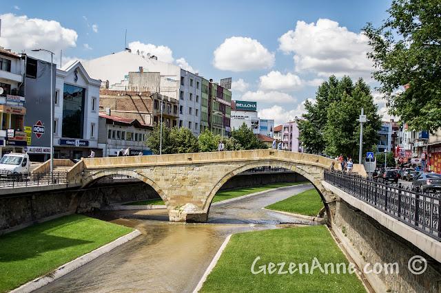 Kastamonu merkezdeki tarihi taş köprü