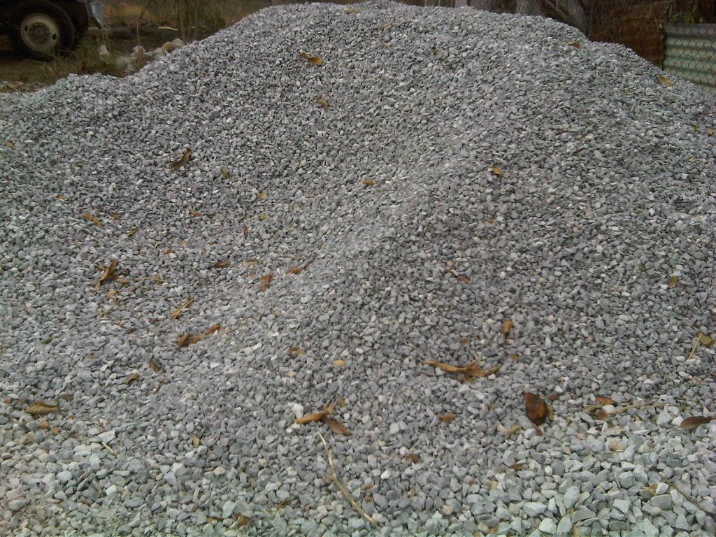 Materiales platino arena balastre grava y grava mixta for Marmol en la construccion