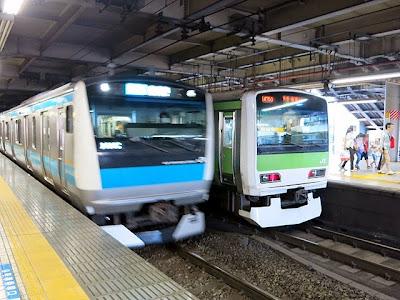 品川駅ホームの山手線と京浜東北線