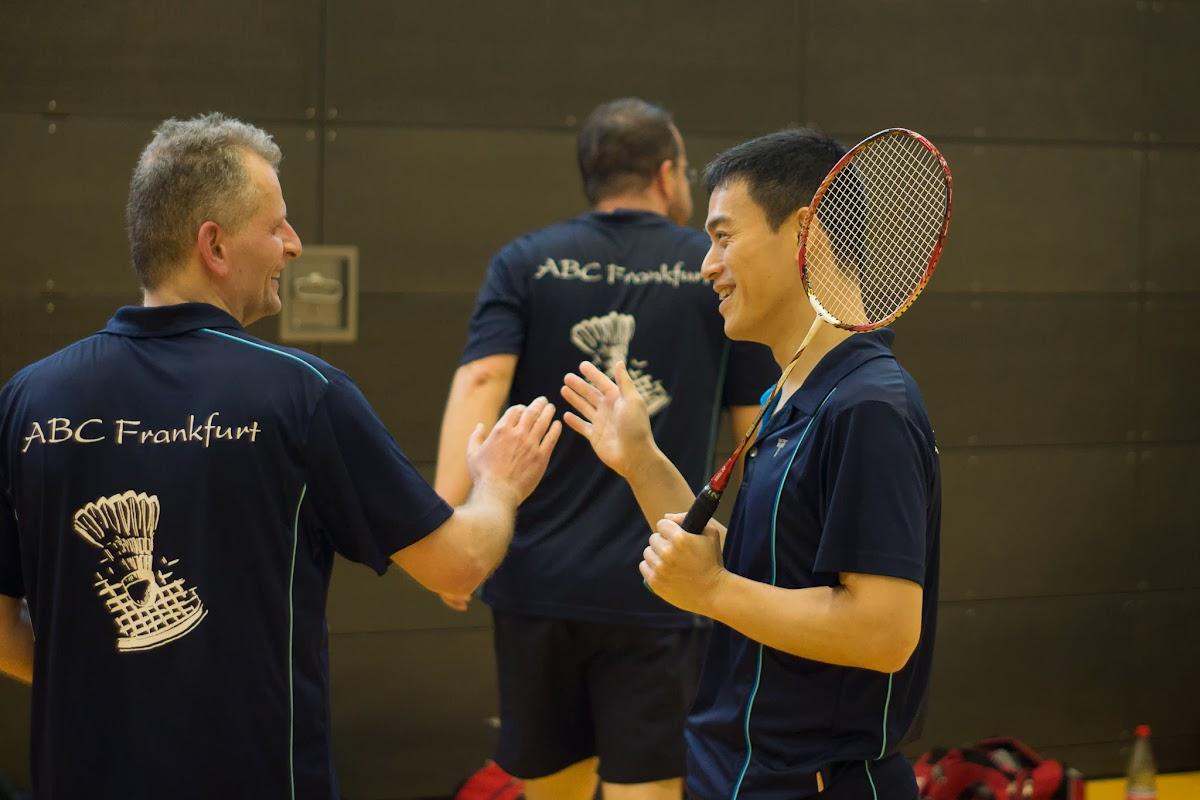 Ming gratuliert Georg zum Punktgewinn