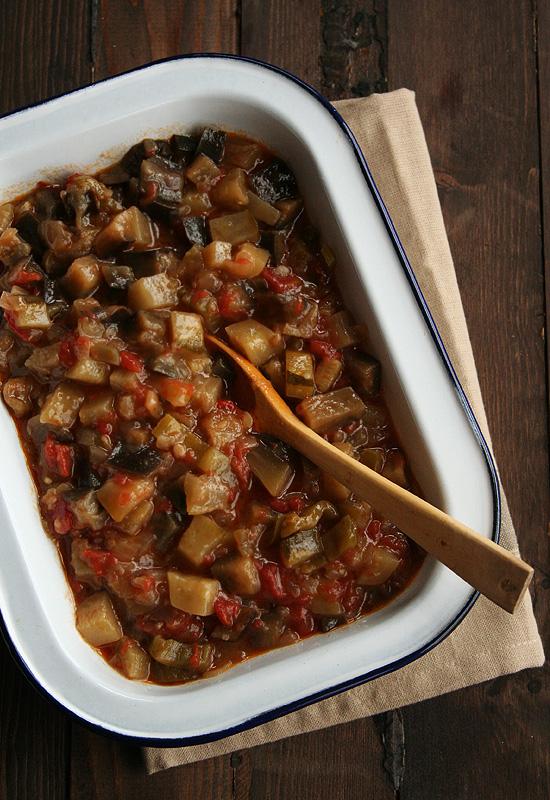Revuelto de berenjenas, calabacines, tomates y pimientos