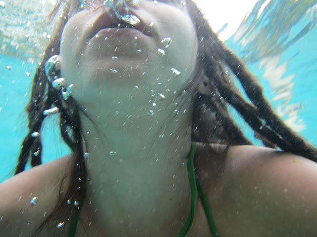Тешко је причати под водом