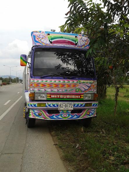 Расписной грузовик в Таиланде