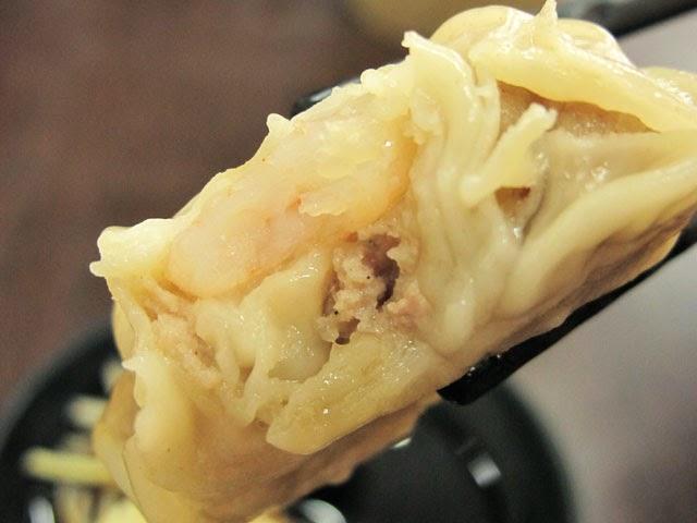 >裡頭居然有一隻完整的蝦-南門蒸餃