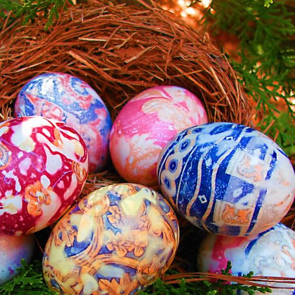 Huevos decorados (teñidos o estampados) a la seda para Pascua