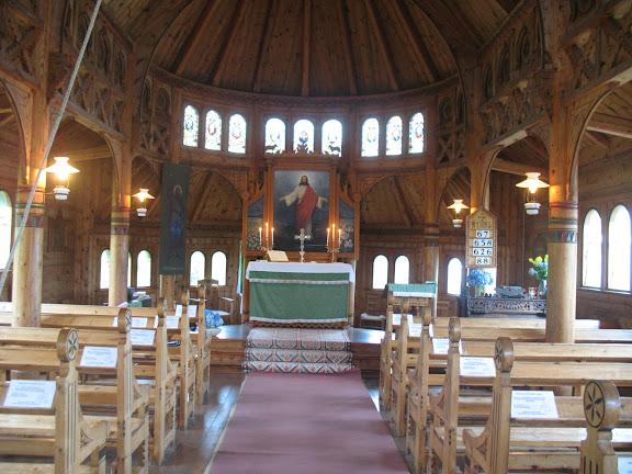 Interior de la iglesia de madera de Balestrand