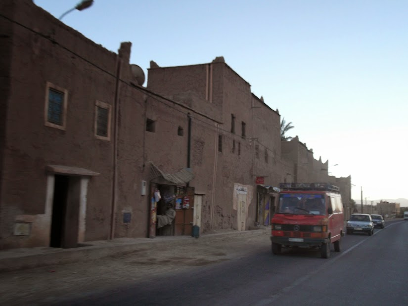 Marrocos e Mauritãnia a Queimar Pneu e Gasolina - Página 12 DSCF1394