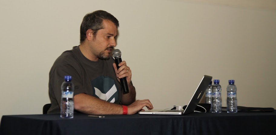 @dfreniche (yo mismo) en el escenario de la BCNDevCon