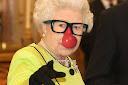 J'en ai marre de Elizabeth II - Jean Némar - Doigt d'honneur