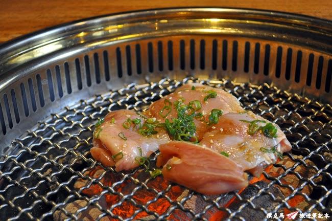 羊角BAR炭燒和牛專門蔥醬無骨地雞腿肉