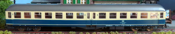 Roco 4279: Eilzugwagen met middeninstap 2e klasse - type ABym