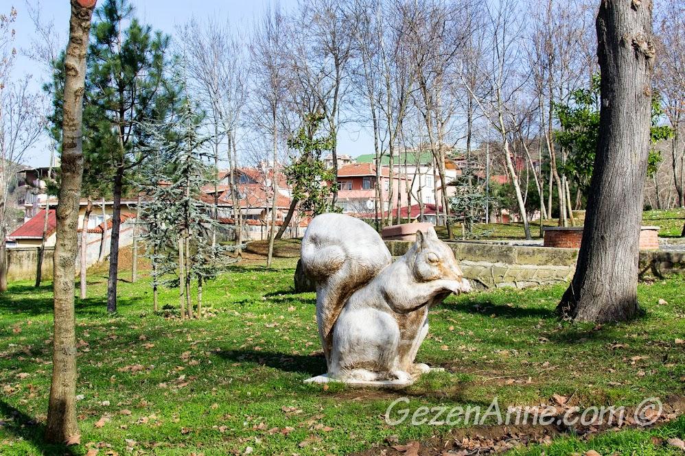 Beykoz korusundaki sincap heykeli