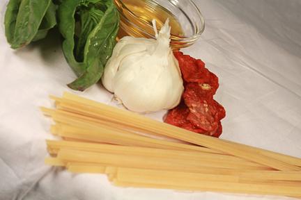 Basil, Sundried Tomato, and Garlic Aioli Fettuccini