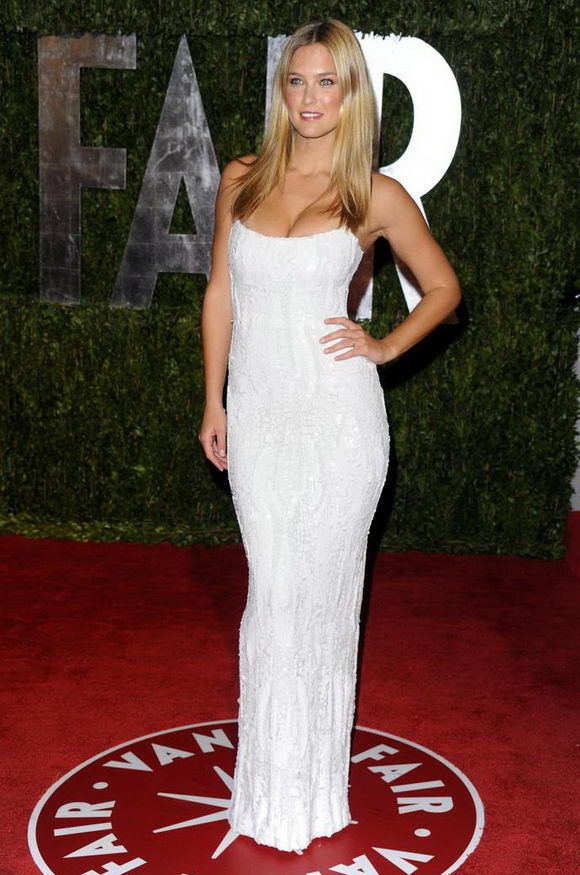 Bar Rafaeli Stunning At Vanity Fair Oscar Party:gossip,cleavage0
