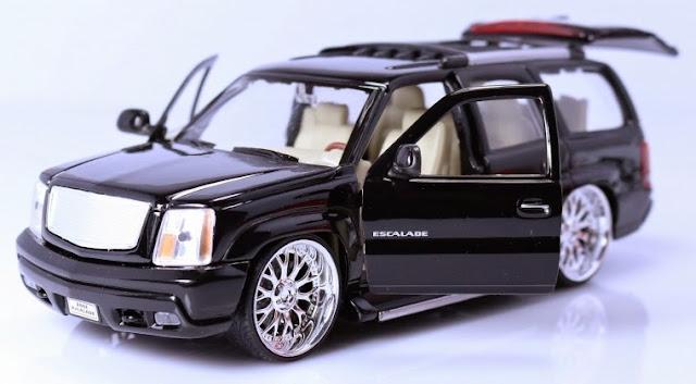 Hình ảnh tinh tế bắt mắt của chiếc xe mô hình 2002 Cadillac Escalade