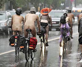 Активисты двухколесного транспорта всячески демонстрируют, что велосипед может стать массовым транспортом в любом климате