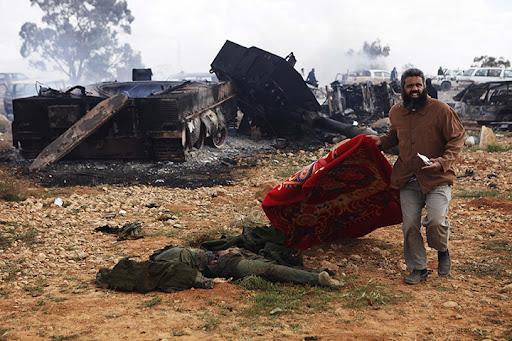 https://lh6.googleusercontent.com/-vqoBOLvBgp8/TYbx2oWFa1I/AAAAAAAAB3c/-xpfSdXVjiw/Dead-Libyan-soldier.jpg