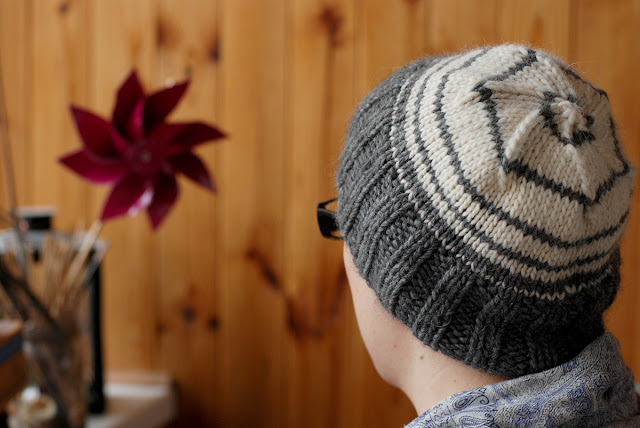 Grey and White Knit Hat Free Pattern - Things We Do Blog