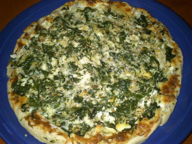 Pizza de espinacas y queso de cabra en Macarrones con queso de cabra, espinacas y romero al limon