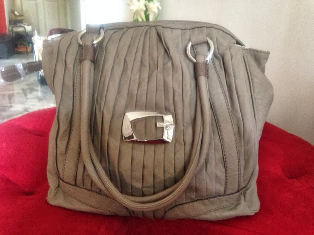 De Rubies: Clearance Sale!! Guess Handbags