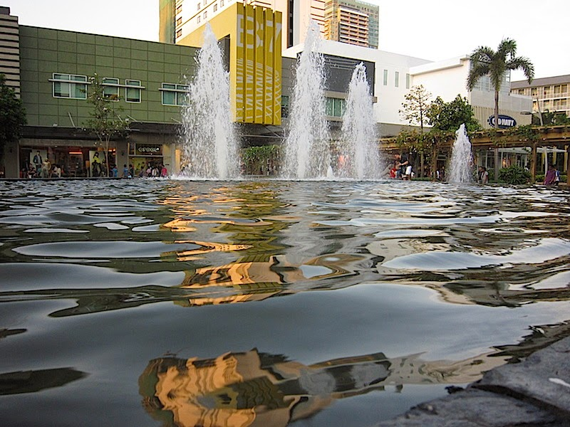 Bonifacio High Street fountain