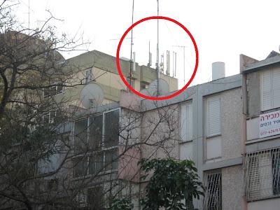 אנטנות עוקץ על גג בית אבות