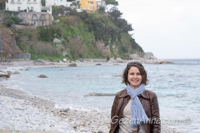 Capri sahilinde dolaşırken