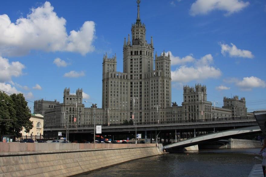 Roteiro para 1 dia a VISITAR MOSCOVO pelo Museu de Cosmonauta, teatro Bolshoy e beira-rio | Rússia
