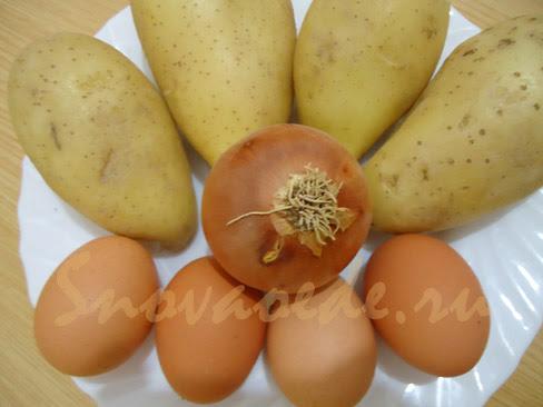продукты для жареной картошки  с яйцом