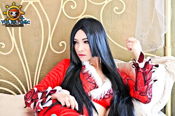 Ly Ba Lan quyến rũ trong cosplay Boa Hancock 11