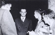feynman thesis Wheeler, feynman's thesis supervisor at princeton, immediately saw both a  problem and a potential solution shake an electron and another.