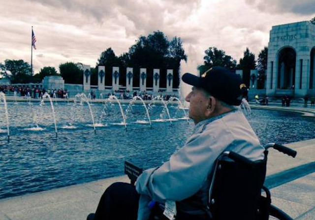 Proud WW2 vets disregard shut down to honor the fallen