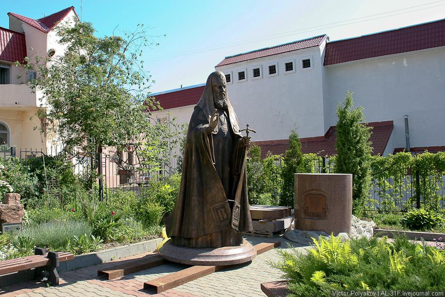 Витебск. Памятник Алексию II