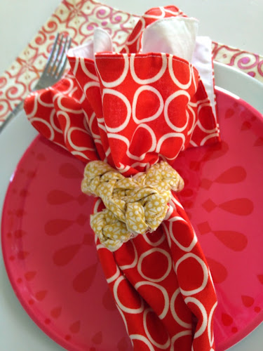 Izy and Oly etsy shop, modern table linens, napkins, napkin rings