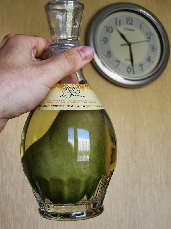 Гараж блондинка бутылка пытают фото 280-368