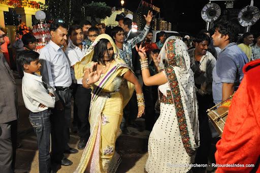 """Photo de la galerie """"La procession: le """"bharat"""""""""""