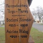 Marosvásárhelyi áldozatok neve a kopjafán