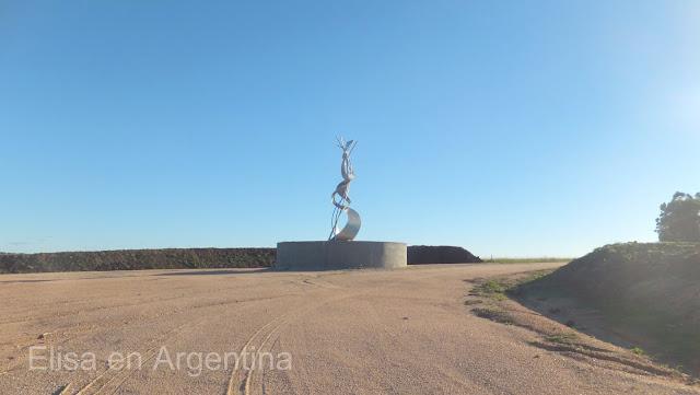 Escultura de Pablo Atchugarry, Acceso a Tierra Garzón, Pueblo Garzón, José Ignacio, Uruguay