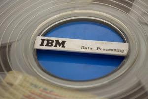 La innovación de la Cinta Magnética de IBM: primer paso hacia la Era del Almacenamiento Digital
