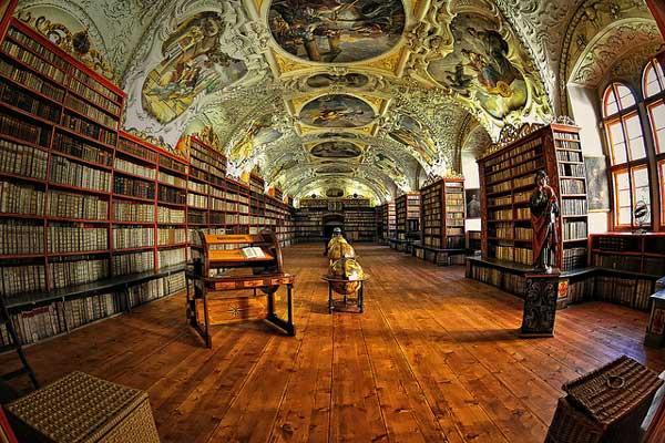Biblioteca - Sala Teológica