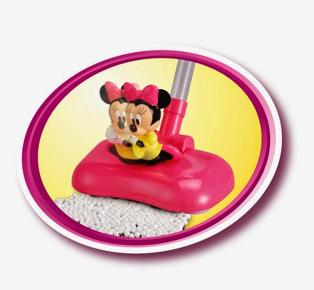 Chú chuột Minnie được gắn ở phần đầu chiếc máy hút bụi