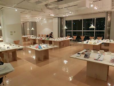 大阪北区にあるメビック扇町で開催の「マチオモイ帖」展の内部の様子