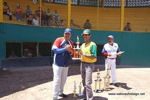 Daniel Garza de Insulinos en el softbol de veteranos