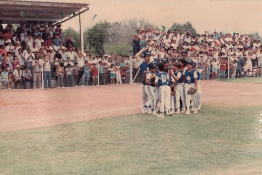 Celebración de Sabinas Hidalgo en el campeonato nacional de ligas pequeñas división menor 1986