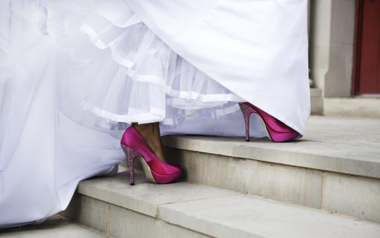 Resultado de imagen de novias con zapatos de colores