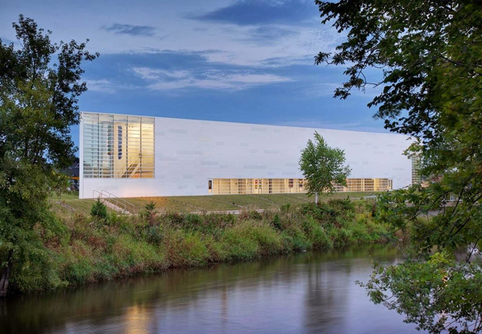West Bend, Wisconsin, Stati Uniti: [MUSEUM OF WISCONSIN ART BY HGA ARCHITECTS AND ENGINEERS]