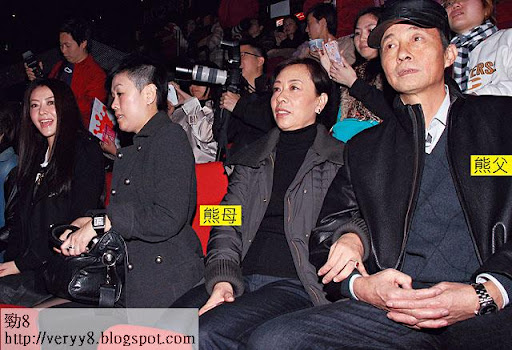 全家捧城城場 <br><br>去年 1月初,熊黛林帶父母現身紅館,以女友身份出席「郭富城舞臨盛宴世界巡迴演唱會 2011」,當時熊父精神不錯。圖片