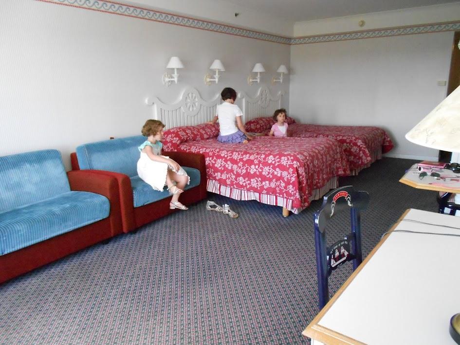 [Hôtel Disney] Disney's Newport Bay Club - Page 6 DSCN0298