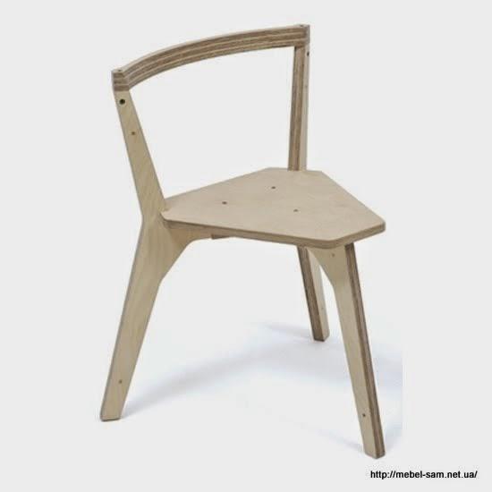 Вариант исполнения трехногого стула из обычной фанеры